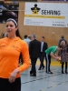 Zip_Dernise-Beliveau-und-Lauren-Oosdyke-geben-Hilfestellung