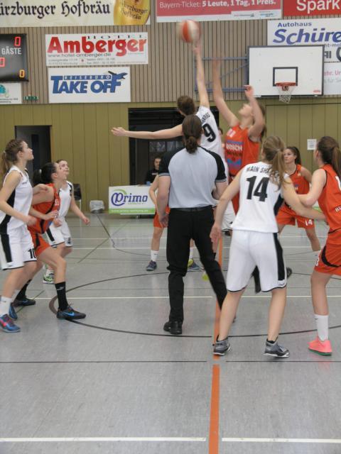 Tip Off Main Sharks vs Baskets