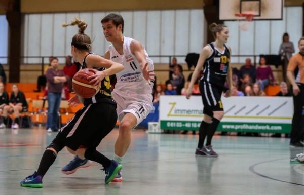 Verena Wilmes in der Defense; Foto: Harald Appel