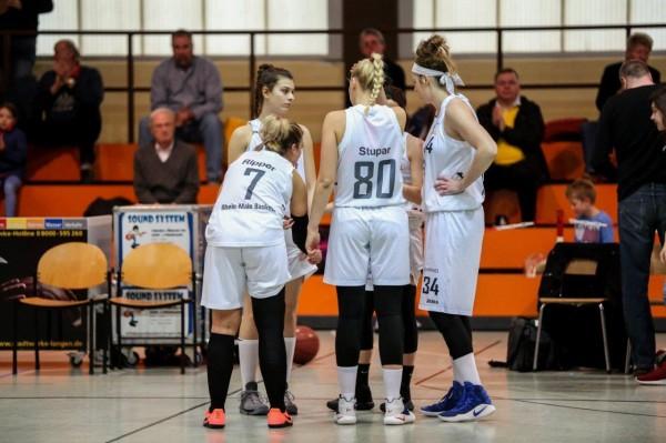 Beratung vor dem Spiel – wir kämpfen um die Play-Offs! Foto: Harald Appel